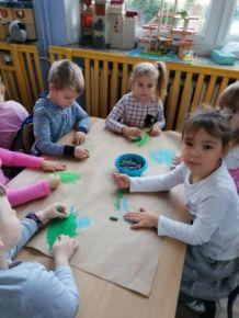 """Praca plastyczna: """"Choinka"""" w wykonaniu 4-latków"""