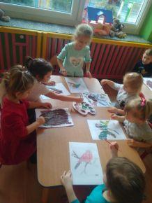 Praca plastyczna Ptaki w wykonaniu najmłodszej grupy.