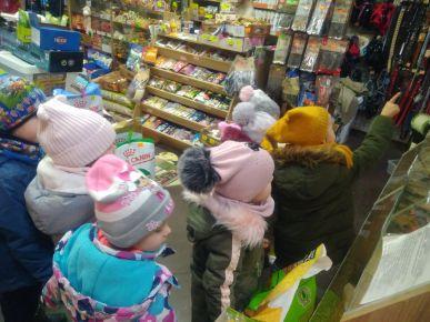 Poznajemy pracę w sklepie Zoologicznym. Kupujemy karmę dla ptaków.