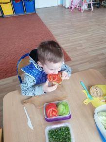 4-latki robią pyszne i zdrowe kanapki